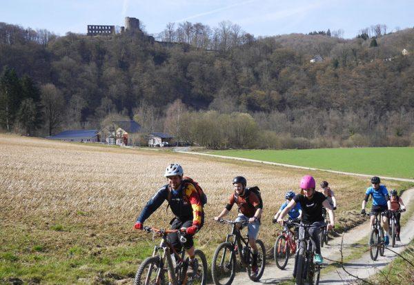 MTB und Fahrrad Fahrtechnik in Köln, Bonn, Eifel & NRW- Kurse für Anfänger und Beginner, Mountainbike Touren fahrer. Hier kann man biken lernen. Kurse zum lernen für Anfänger und Einsteiger. Jetzt auch MTb Kurse in Koblenz