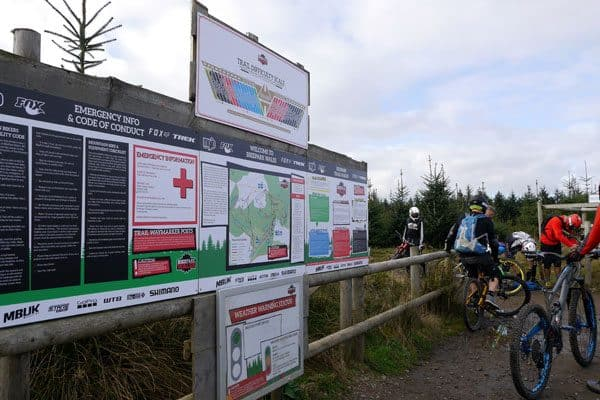 Ferienfreizteit für Jugendliche in den TrailCentern von Wales. Lerne Mountainbiken in Südengland.. Fahrtechnik & Spaß für Teenager 12-17 Jahre. MTB EnduroCamp in den Sommerferien