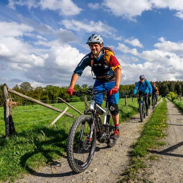 E-Bike Fahrtechnik Kurse - EMTB Trainings mit der Mountainbikeschule Trailacademy