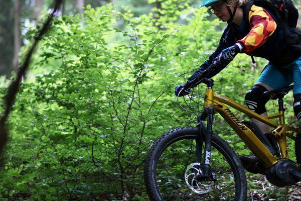 MTB Fahrtechnik eBike. Training für Fortgeschrittene eMTB Fahrer in Wetter, Koblenz, NRW, Windeck. Mountainbike Fahrtechnikschule Trailacademy - TOP Bewertet