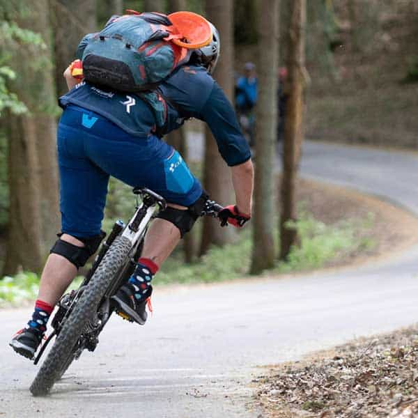 E-Bike Fahrtechnik lernen. Jetzt Training buchen. Mountainbikeschule Trailacademy. Wir bieten MTB Fahrtechnik für Köln, Bonn, Windeck, Koblenz. Lerne Jetzt einfach Mountainbiken in einem Kurs oder Training buchen. Auch für Einsteiger und Anfänger geeignet. Bike leihen oder mieten in NRW.
