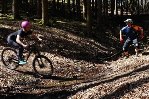 Lerne Mountainbiken auf Trails - In Fahrtechnikkursen bei der Trailacademy in Köln, Bonn, Wetter oder Koblenz zeigen dir professionelle Trainer den richtigen Umgang mit dem Bike